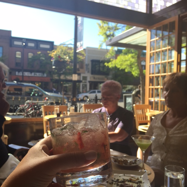 Before dinner, we hydrated at Plonk in downtown.