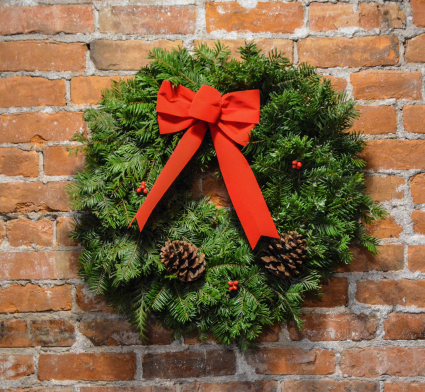 The standard wreath (AKA the wreath my sissy is getting soon). Photo: Montana Wreath